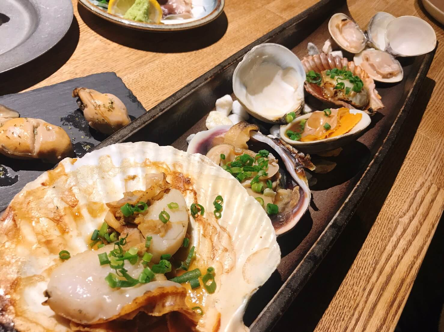 貝しぐれ栄店の焼き貝おまかせ5種盛り