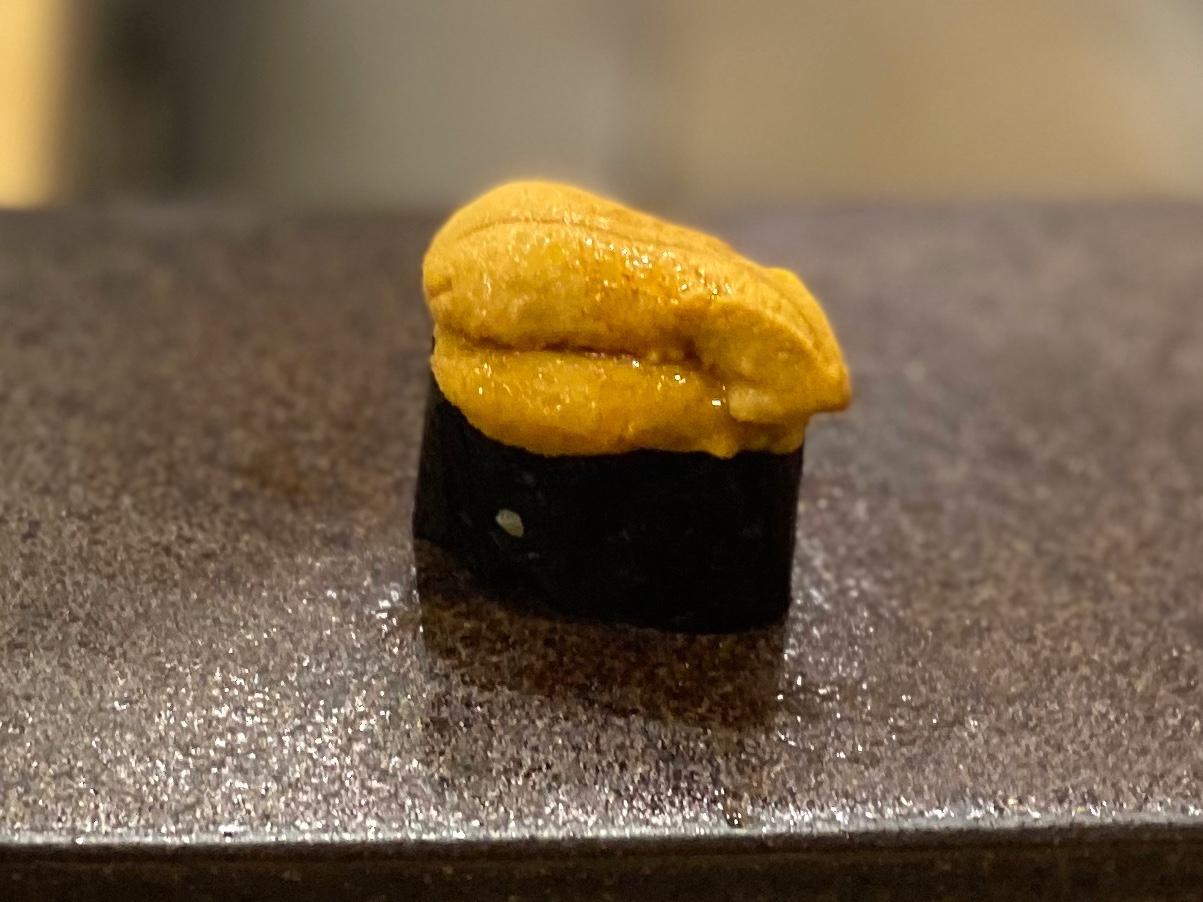 名古屋の寿司屋あま木の雲丹握り1