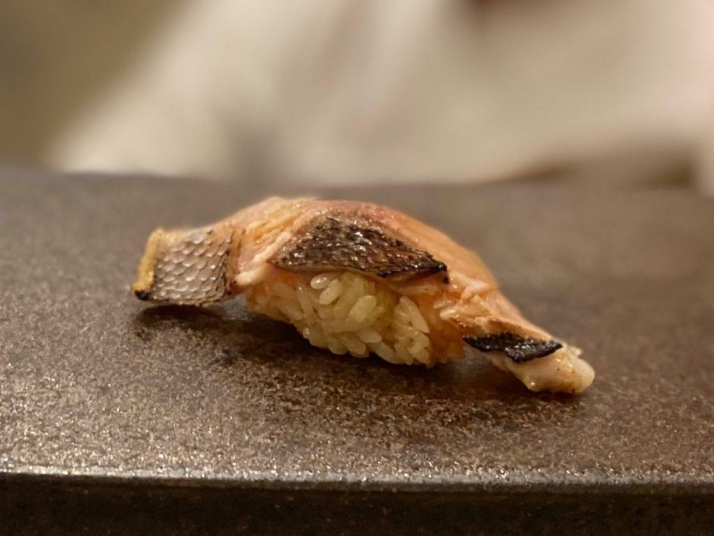 名古屋の寿司屋あま木のイサキ握り