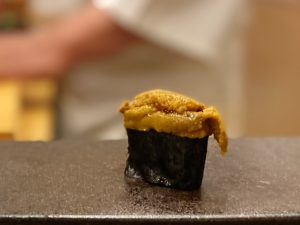 名古屋の寿司屋あま木の雲丹握り